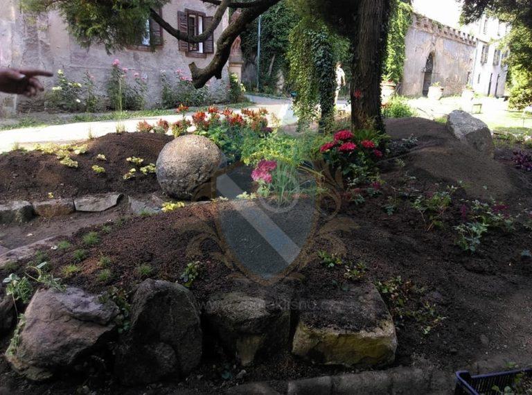 Zahrada zámek Líšno skalka